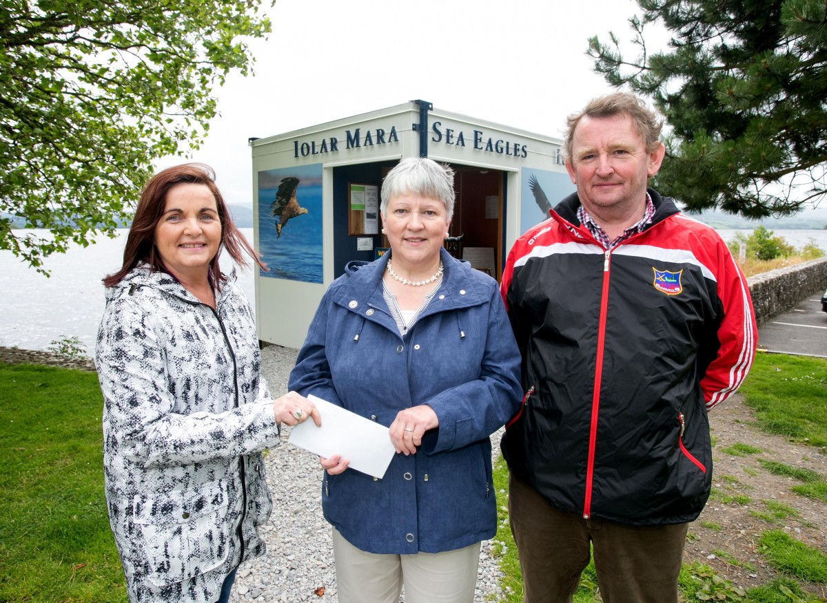 L-R Vera O'Rourke, Mountshannon Eagle Group, Winner Maureen Devanny, Mountshannon and James Leonard, Mountshannon Community Council. Pic Arthur Ellis.