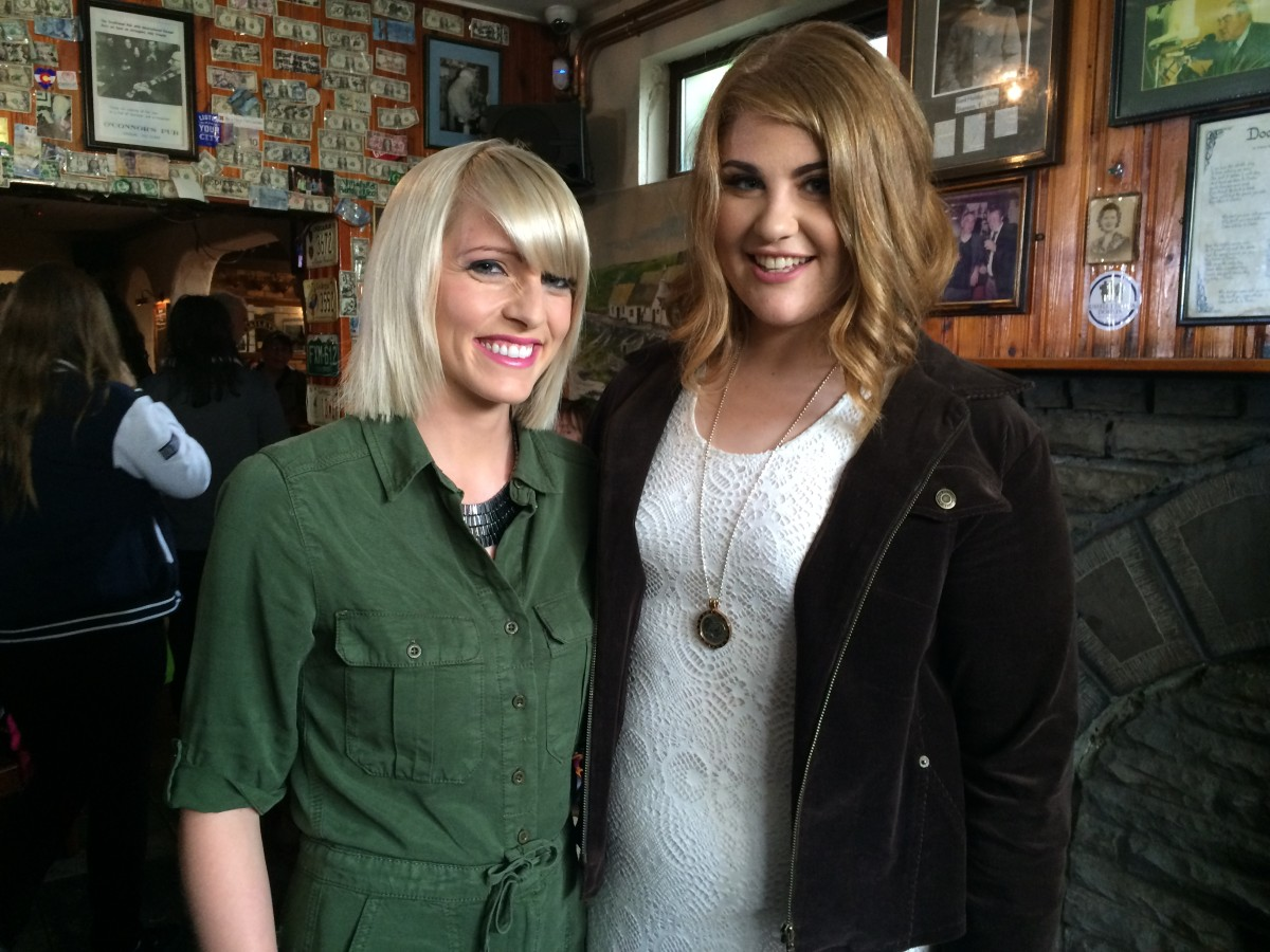 Presenter Máire Treasa Ní Dhubhghaill and singer,Therese McInerney in Gus O'Connor's Pub, Doolin
