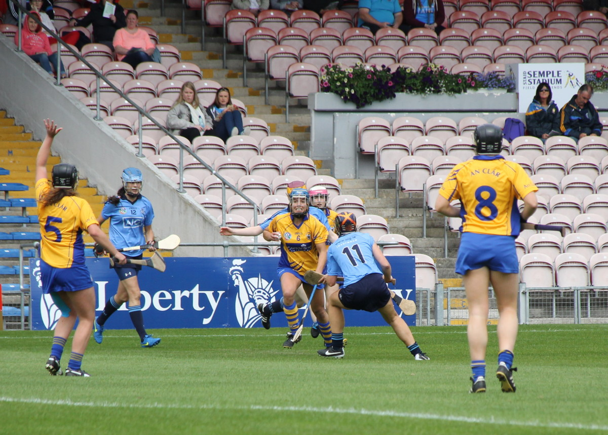 CE DUB Roisin McMahon in possession & closely watched by Dublins Sarah O'Donovan