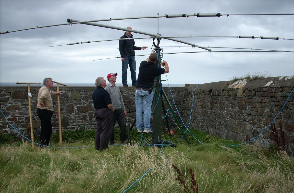 Limerick Radio Club members Alan EI8EM - Mike EI2IX - Brendan EI0CZ - Liam EI7DSB - Ger EI4GXB - erecting high frequency antenna