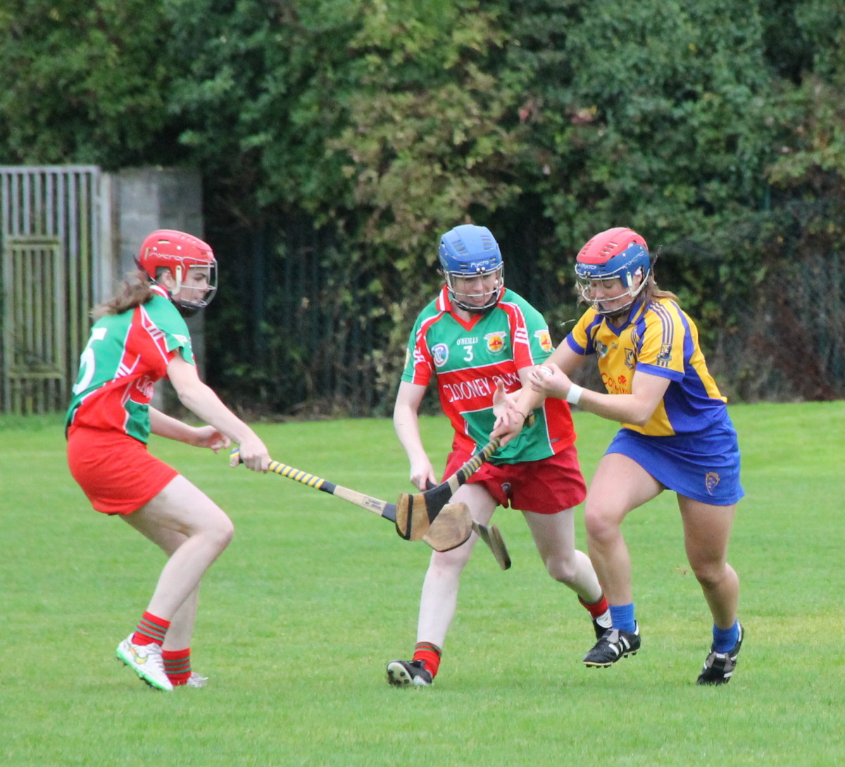 Sixmilebridges Chloe Morey maintains possession in spite of Clooney Quin's Mareaid Kelly & Jenny Costelloe.