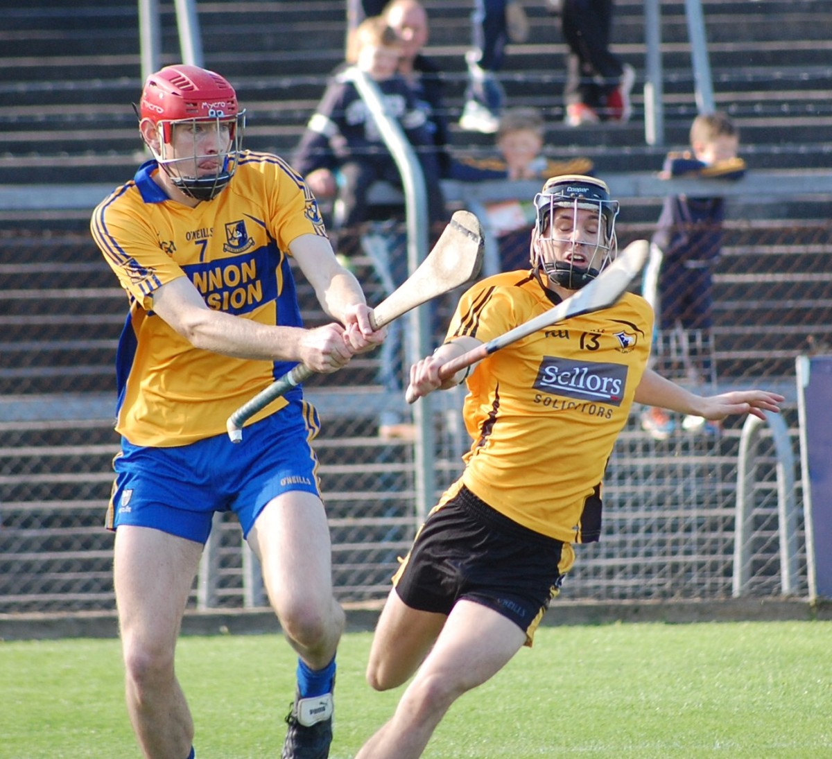 Paidi Fitzpatrick strikes under pressure from Mícheál O'Loughlin. Picture: Veronica McMahon