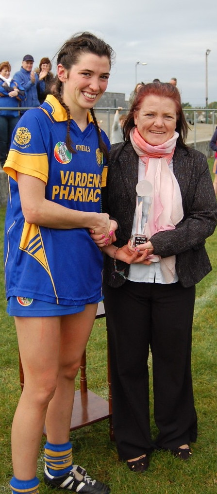 Carol O'Leary receives the player of the game award from Clare Camogie PRO. Picture: Veronica McMahon
