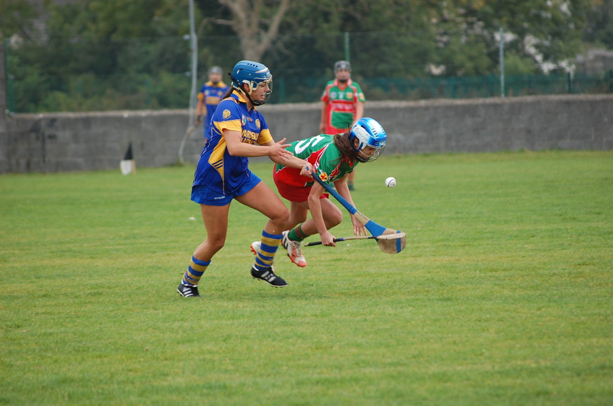 Roisin McMahon competes for possession with Aoibheann Duggan. Picture: Veronica McMahon