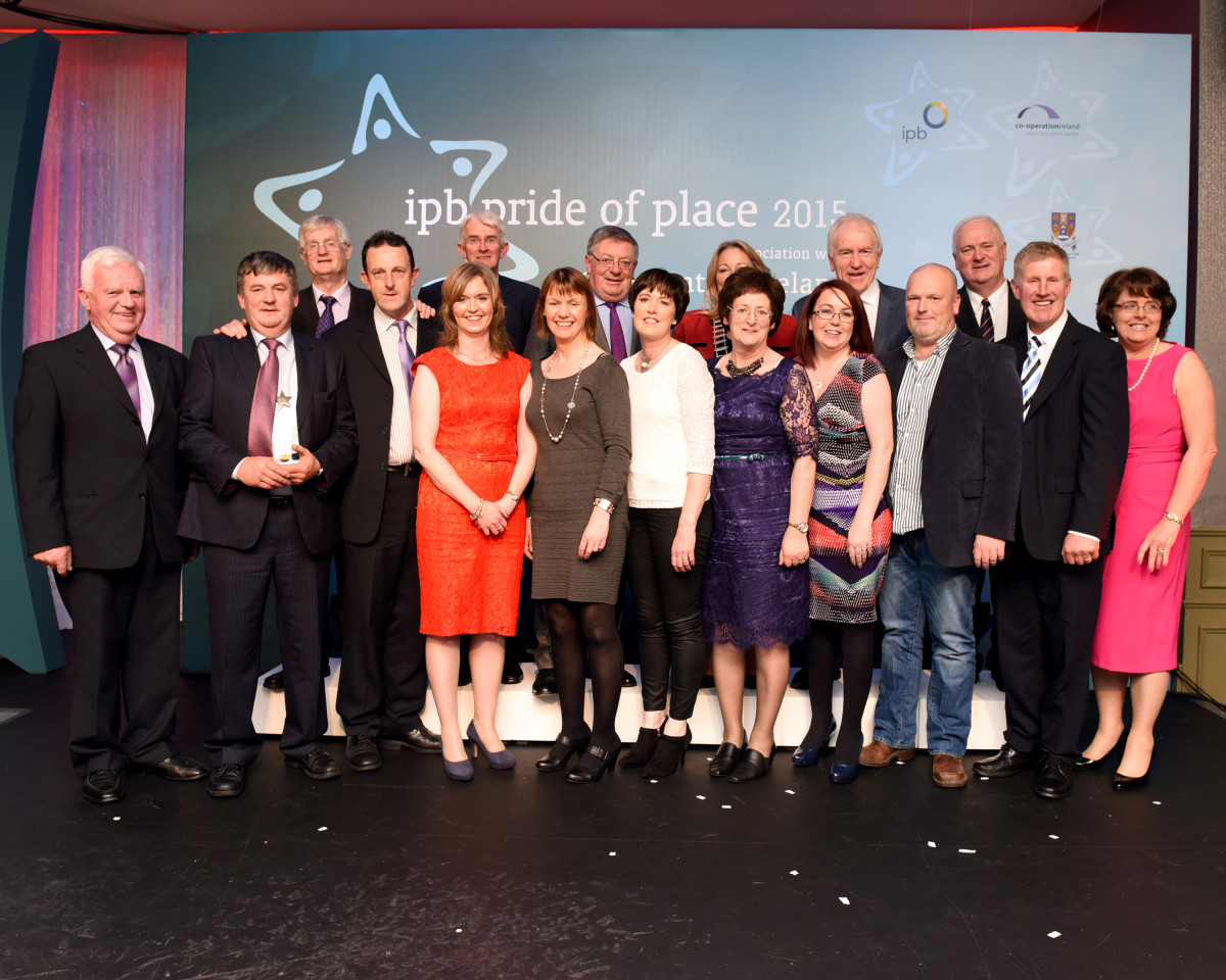 Members of Doonbeg Community Development Company Ltd. pictured with representatives of Clare County Council, IPB, Pride of Place and Cooperation Ireland at Treacy's West County Hotel in Ennis at the IPB Pride of Place awards ceremony 2015. Pic John Mangan