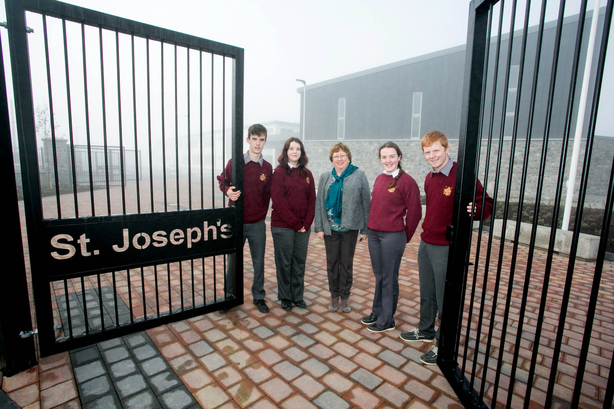 School Principal Margaret O'Brien welcoming the first students to the new St Josephs Secondary School in Tulla today (040416) L-R John Duggan,Newmarket, Grainne Brady, Quin and School Presidents Maeve Clune, Tulla and David Hall, O'Callaghans Mills.Pic Arthur Ellis.