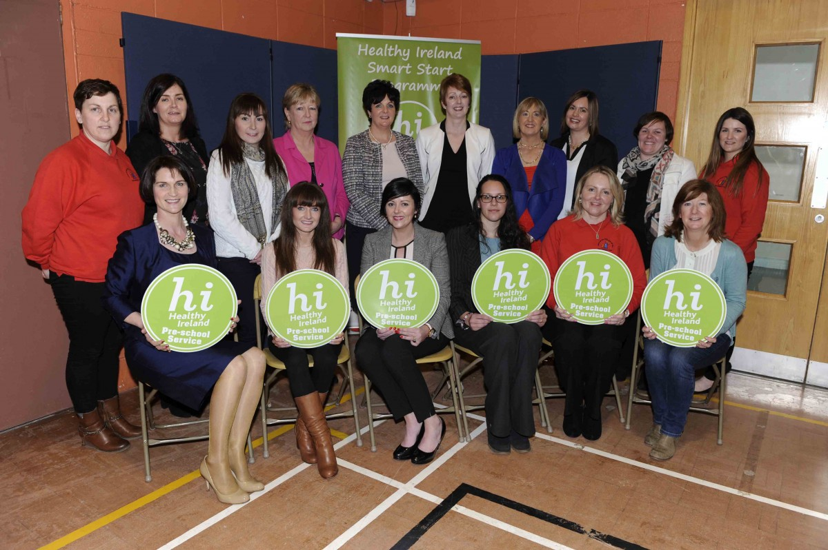 HSE staff along with Pre-School staff from Leapfrog Creche & Montessori, Maryk's Childcare Pre-School & Montessori, Stepping Stones Montessori School, Nurture Childcare & Early Learning Centre, Ennis Montessori School and Teach Spraoi Pre-School receiving their award for participating in the HSE's Healthy Ireland Pre-School Programme – Smart Start run by the National Childhood Network.