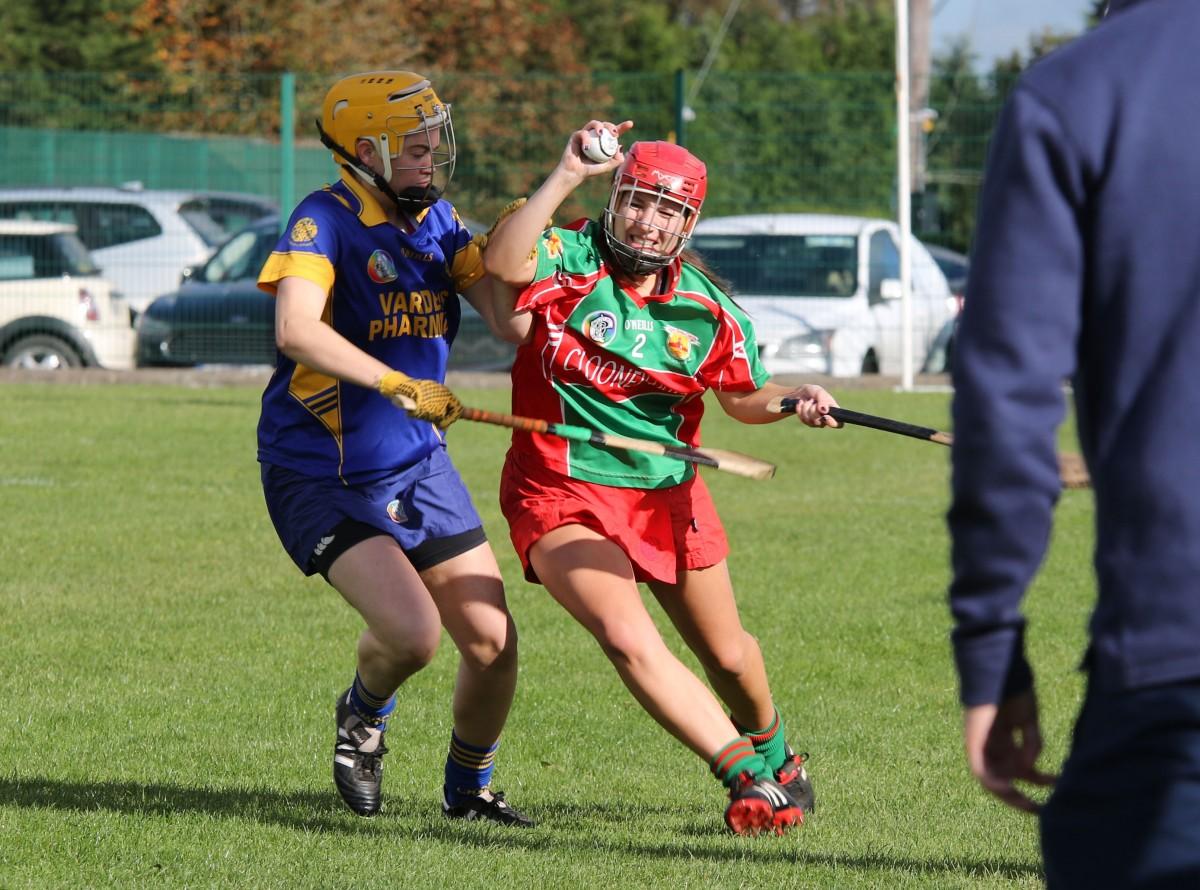 Jessica O'Neill under pressure from Rachel Kelleher. Pic: Caroline O'Keeffe