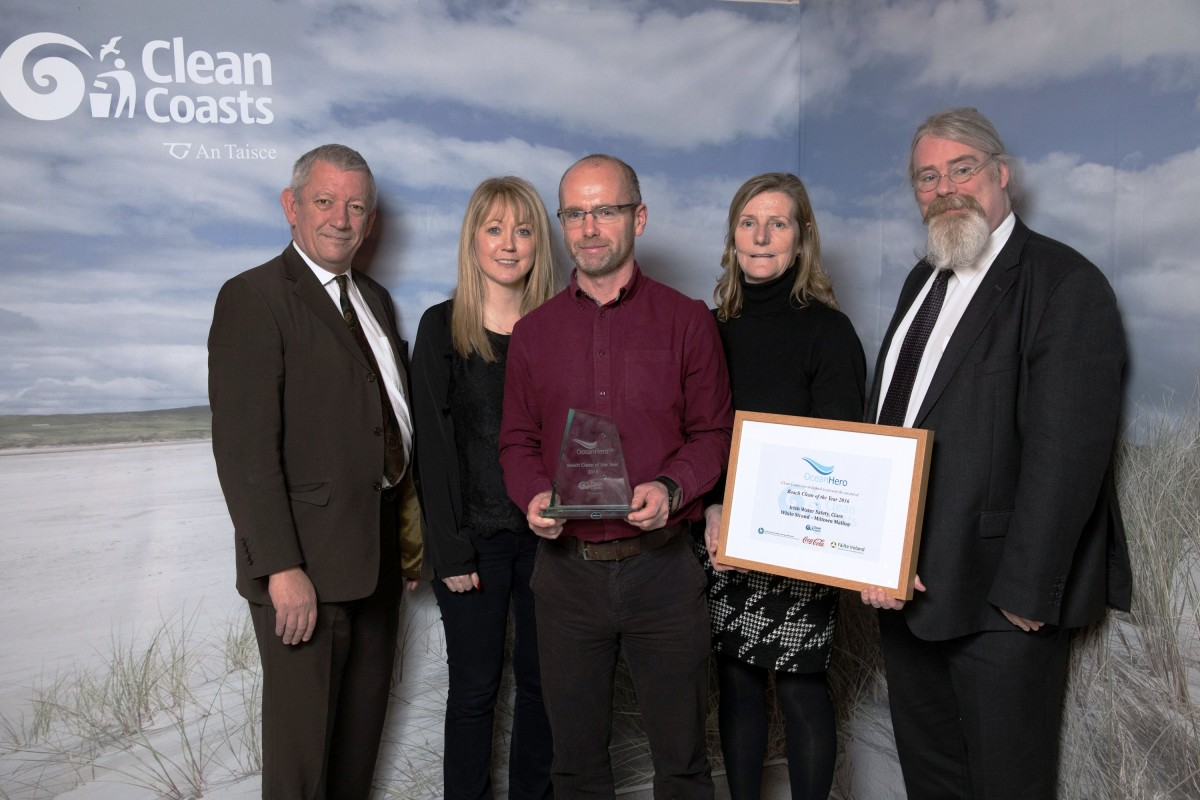 (l-r) Eoin McDonnell (Failte Ireland), Mairead Griffin (Environmental Education and Awareness Team, Clare County Council), John O' Malley (Clare County Council and Freagh Castle Clean Coast Group), Clare McGrath (Clare Water Safety) and Conall O'Connor (Department of Housing, Planning, Community and Local Government) pictured at the presentation of the Ocean Hero Beach Clean of the Year Award to Clare Water Safety and the Freagh Castle Clean Coast group.